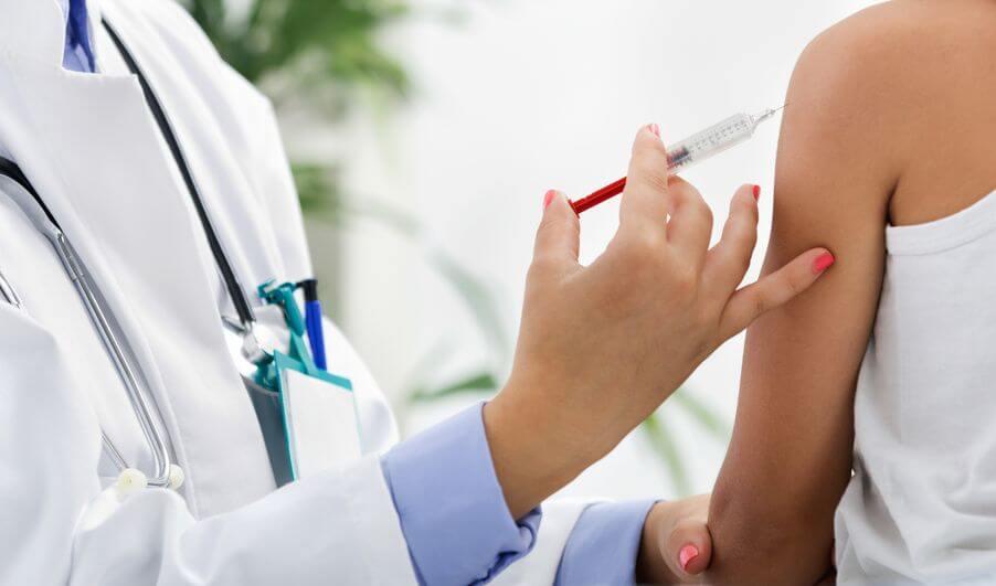 Agora meninos podem receber vacina contra o HPV no SUS.